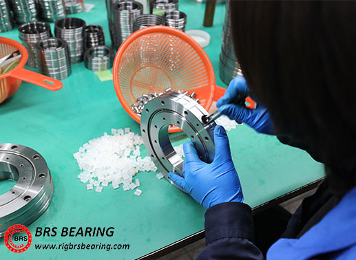 face mount crossed roller bearing assembly